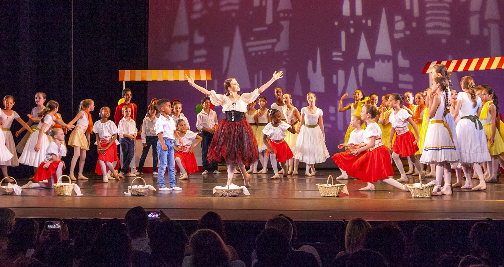 Photo de spectacle des élèves de la formation danseur interprète initiation et cycle 1